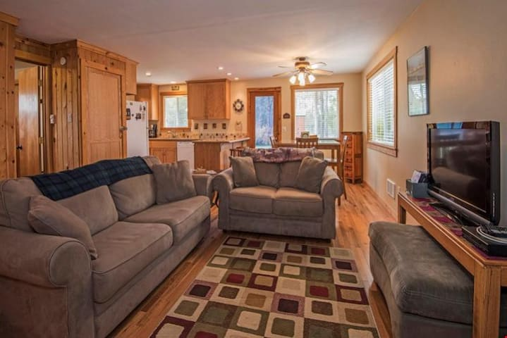 Snow Goose Cabin - Immaculate One-Bedroom Charmer Near Sunriver!