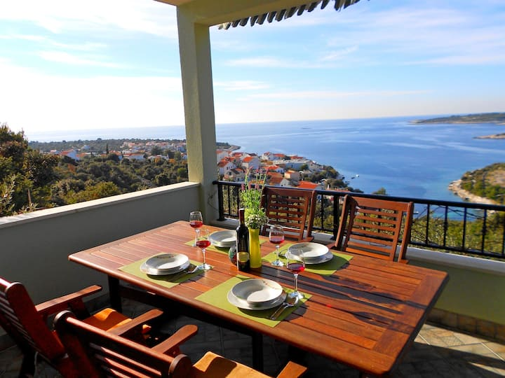 Two Bedroom House, 200m from city center, seaside in Kanica