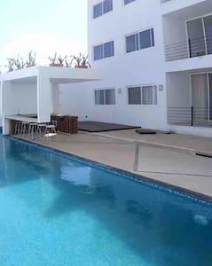 Lujo y espacio cerca del mar vacaciones perfectas! - Apartament