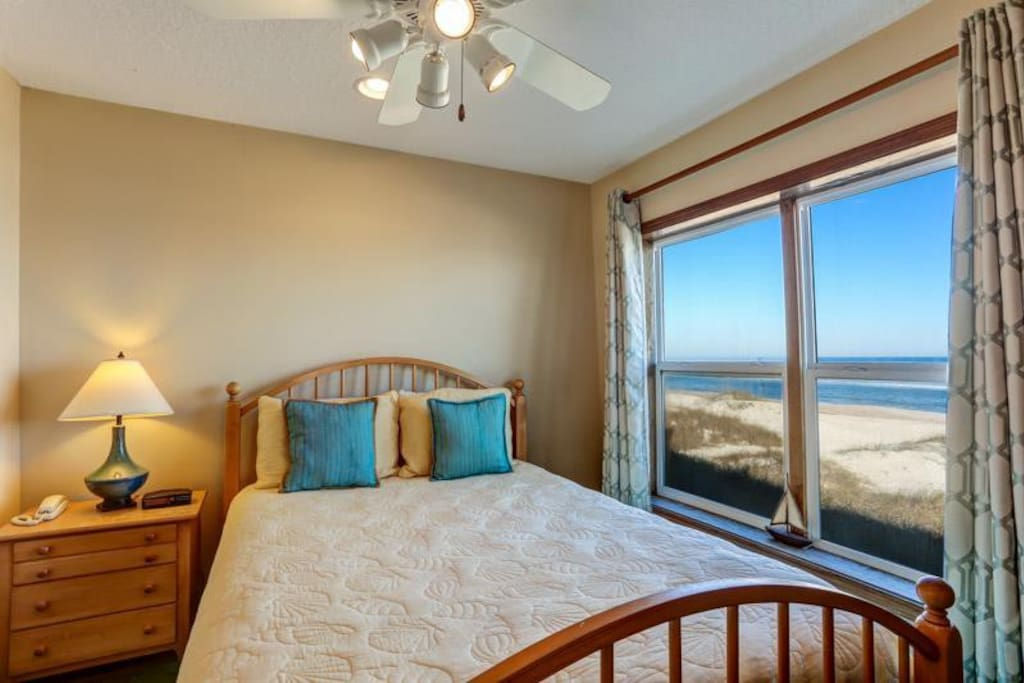 Master Bedroom - watch the sunrise from your bed!