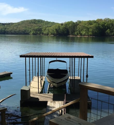 Lakefront Getaway-Beautiful lakefront cabin on Norris Lake with covered dock