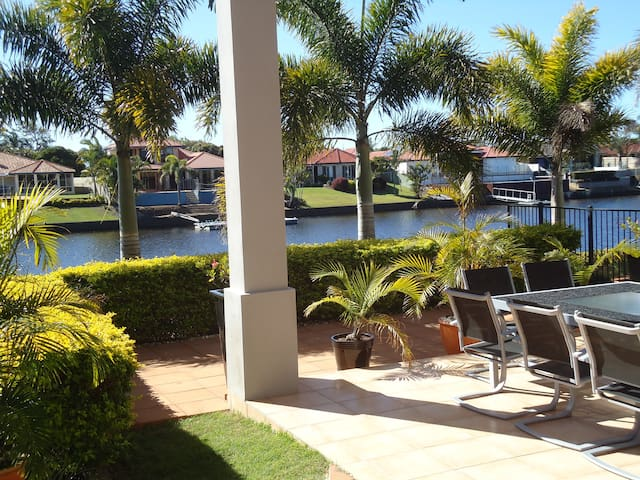 Sunshine Coast waterfront home stay - Parrearra - Daire
