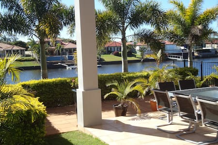Sunshine Coast waterfront home stay - Parrearra - 公寓