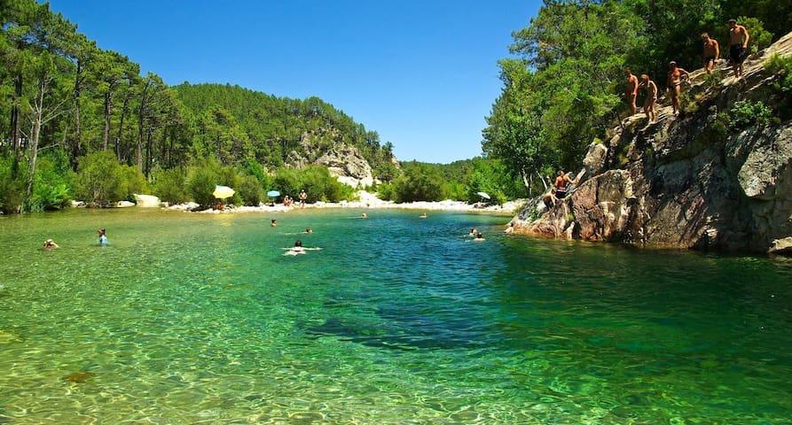 Villa et ses piscines naturelles - Ventiseri - Casa de camp