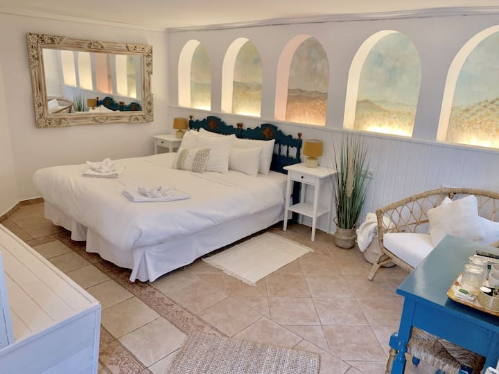 Private Room In Centrally Located Marbella B & B