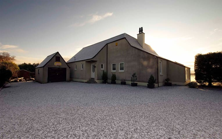 Modern Large Scenic Private House - Evanton - 一軒家