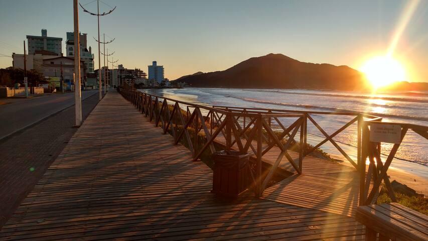 Ap com vista pro mar 50 metros da Praia do Gravatá - Navegantes - Apartamento