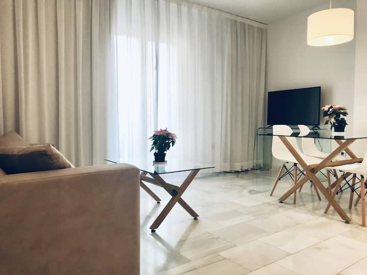 Spacious and modern Apartment with free parking in the heart of Granada 10