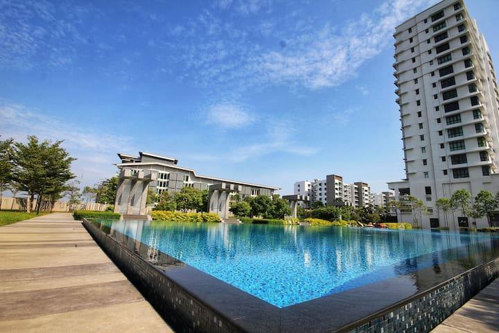 Luxury Condo with Amazing Pg Bridge View.