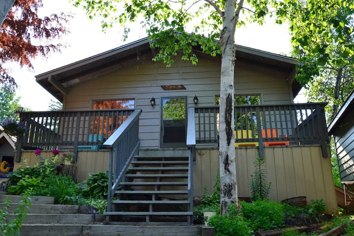 Lake Temagami Island Cottage with a View