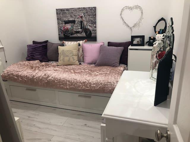 Cosy room in quiet residential area