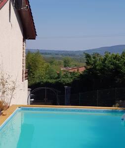 Lyon  et Beaujolais 7 pers.  jeu de boules piscine