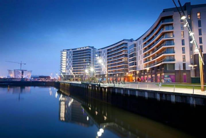 Modern 2 Bedroom Apartment& parking - Belfast, Northern Ireland, GB - Lägenhet