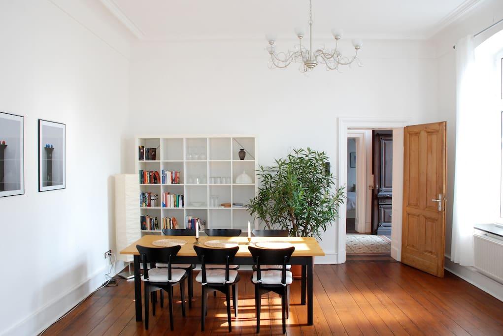 villa am stadtrand wohnungen zur miete in k ln. Black Bedroom Furniture Sets. Home Design Ideas