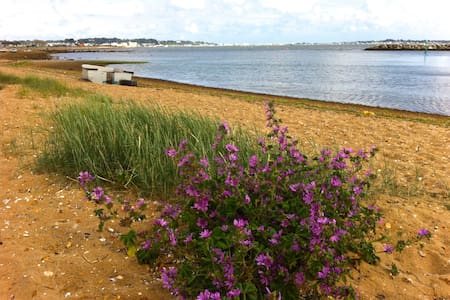 2 minutes from Harbourside Park - Poole