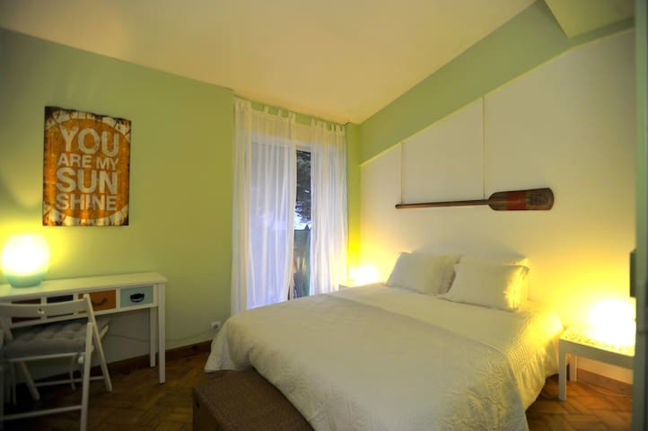 Carcavelos Surf House - Double Green - Carcavelos - Bed & Breakfast