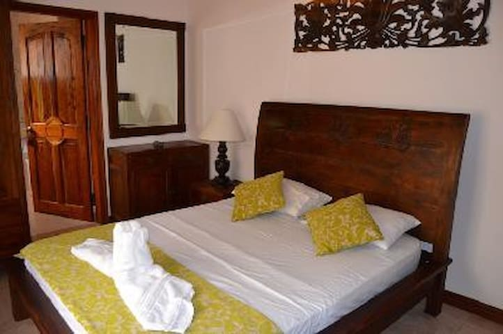 Bayview - luxury rooms by the sea - Mahe - Bed & Breakfast