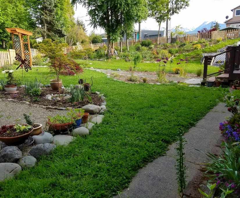 Front yard with plenty of room to linger