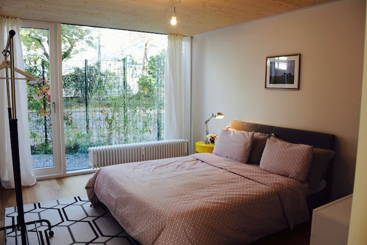 Bright & spacious bedroom very close to ArtBasel
