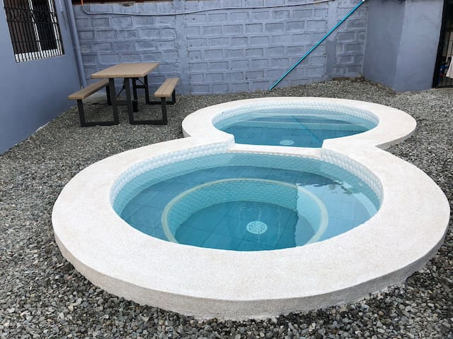 Cozy Pool House 15mins away from CLARK Airport