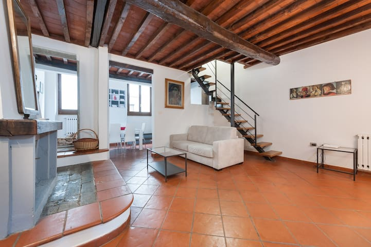 DUOMO Supersize Apartment in Great Location!!