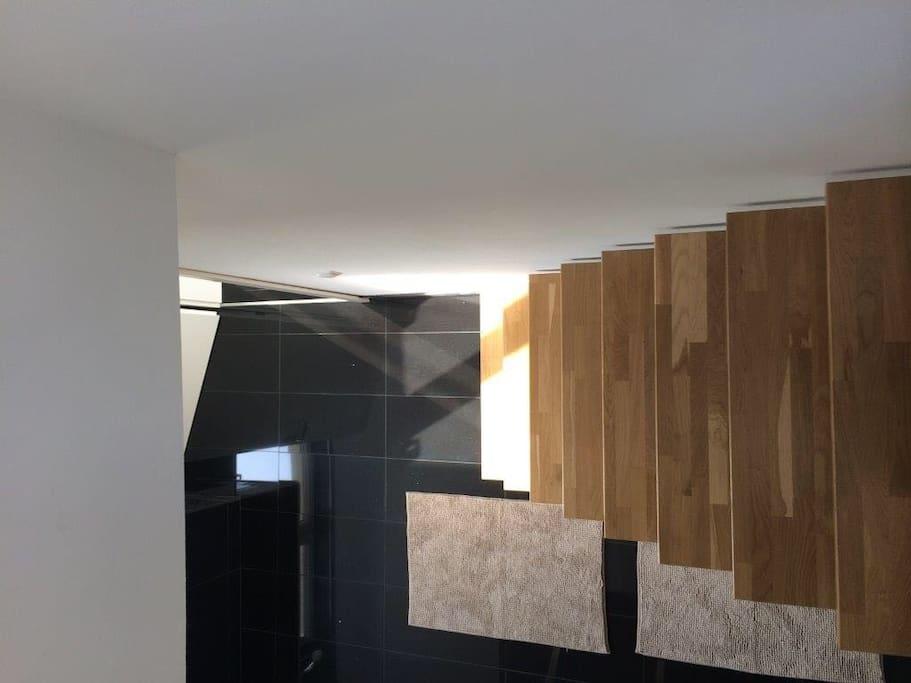 Treppe von Schlafzimmer zum Bad