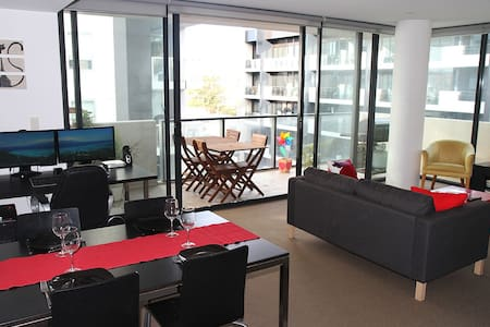 Bedroom in Amazing Location - South Yarra - Apartment