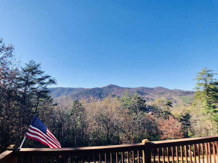 Aananda Lookout Lodge | 4 BR 4BA Luxury Mountain View Cabin | Hot Tub | Fire Pit | Pool Table | Wi-Fi | Satellite TV