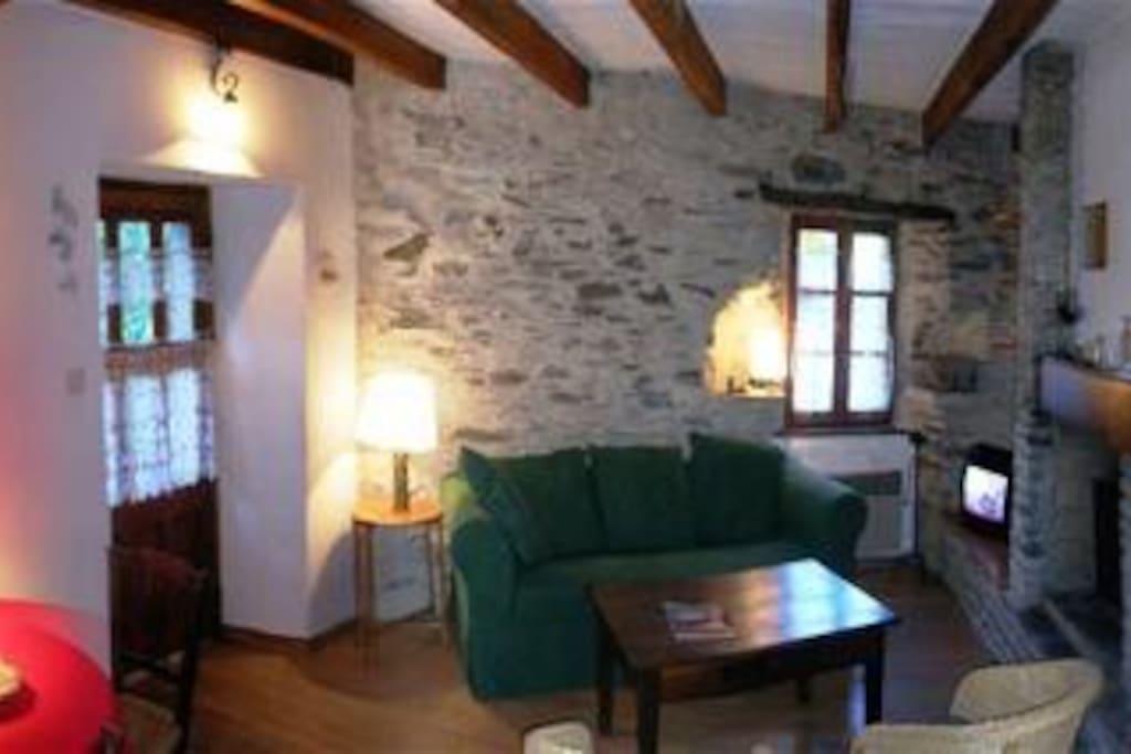 Authentique maison cévenole restaurée avec le confort moderne.