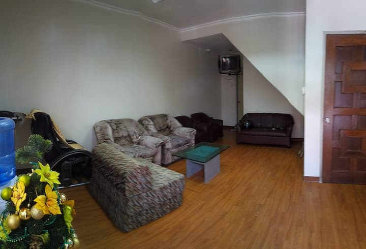 Ladies Dorm in GMA MRT EDSA Quezon City FREE WIFI