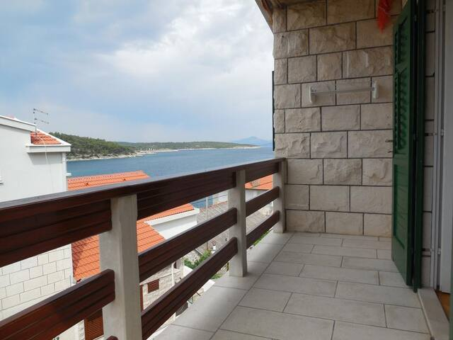 Two bedroom apartment with balcony and sea view Povlja (Brač) (A-14367-a)