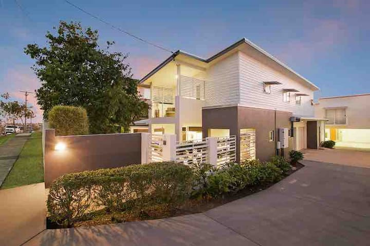Zen townhouse in the heart of Bulimba