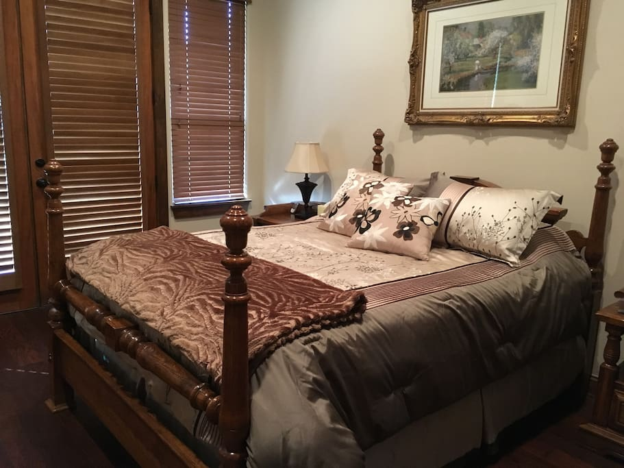 Master bedroom (queen size pillow top)