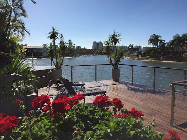 4 Bedroom Waterfront home with pool - Mooloolaba - House