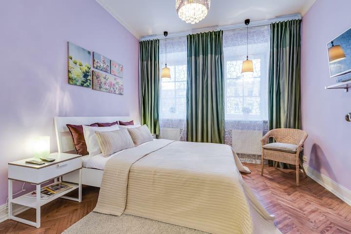 Яркая квартира в историческом центре Петербурга