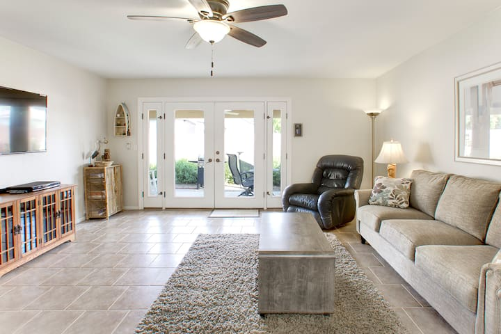 Sand Quarters - A relaxing coastal vibe townhome