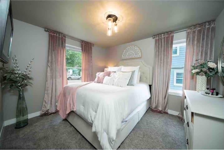 Master Bedroom with Queen size TempurPedic Bed
