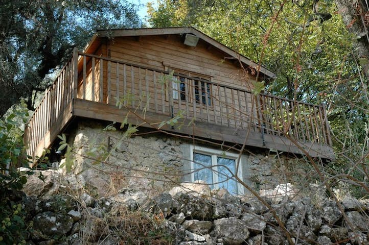 Rural wood and stone house for 4 - Tourrette-Levens - Almhütte