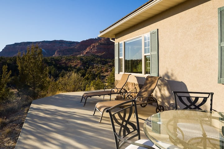 Hiking out your door! Kanab Casita, Secluded Views