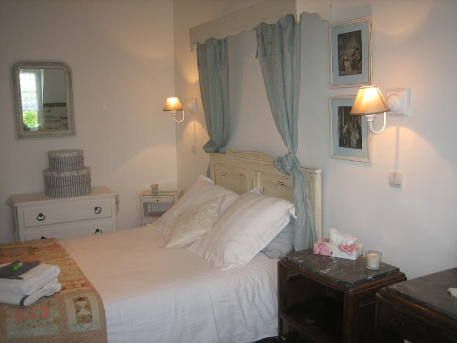 Larger Double room with adjoining bathroom for sole use.