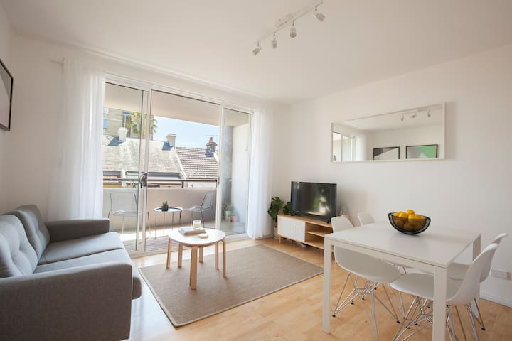 NEW! Light-filled apt in top Paddington location