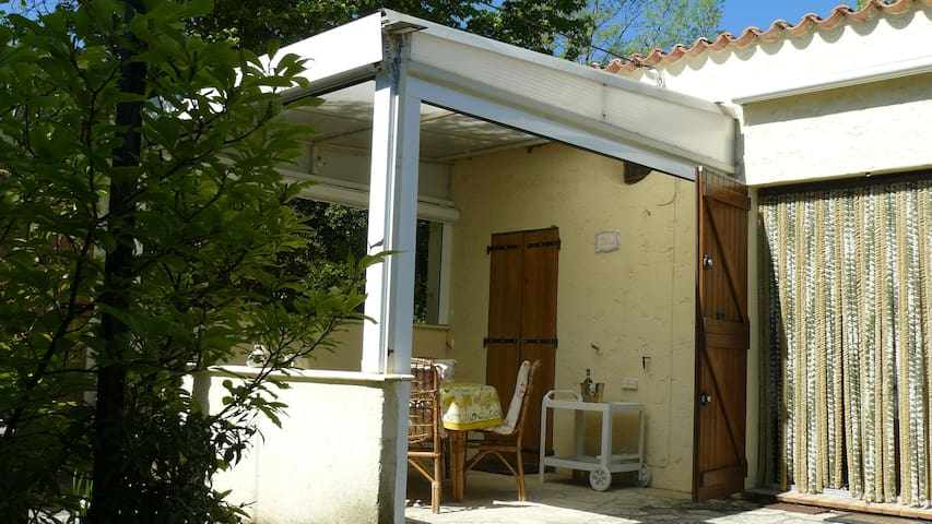Hideaway in Provence/Petite Maison Provençale - バージュモン - 一軒家