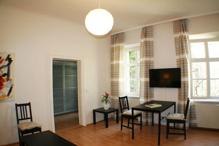 Zentrum ruhige Hofgrünlage im Biedermeier Haus