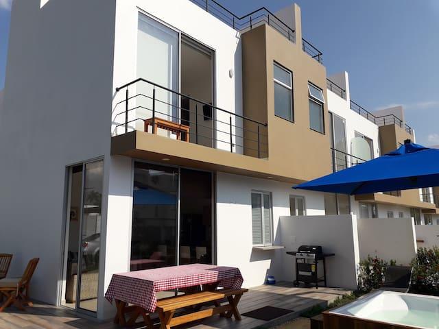 Hermosa y moderna casa campestre para estrenar.