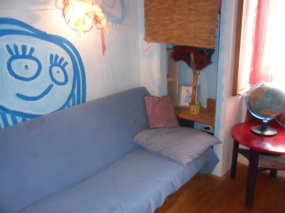 sofa bed (1.4x1.9m)