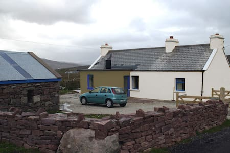 Cottage in beautiful scenic area - Achill - Casa
