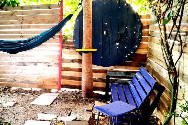 DIY garden and BEAUTIFUL room in south Tel Aviv