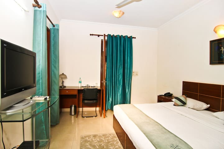 Fully Serviced Rooms Near Metro - Noida - Apartment
