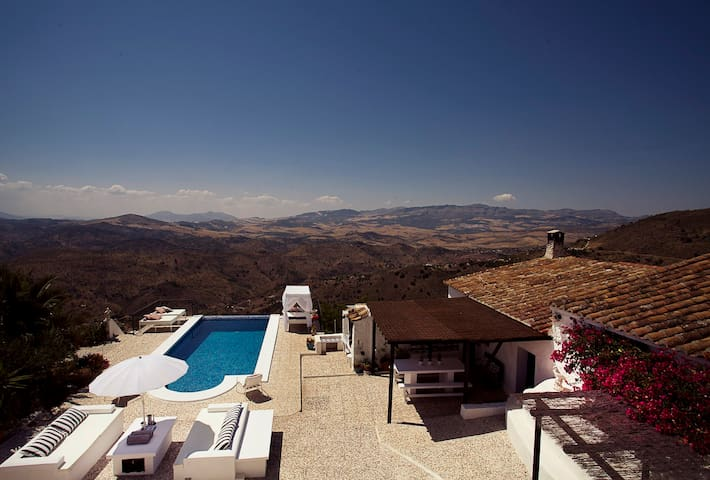 Exclusive finca w. infinity pool and amazing views - Málaga - House