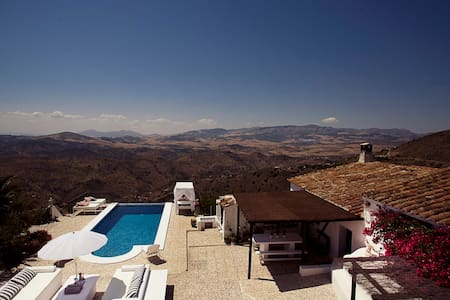 Exclusive finca w. infinity pool and amazing views - Málaga